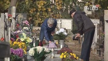 na cmentarzach