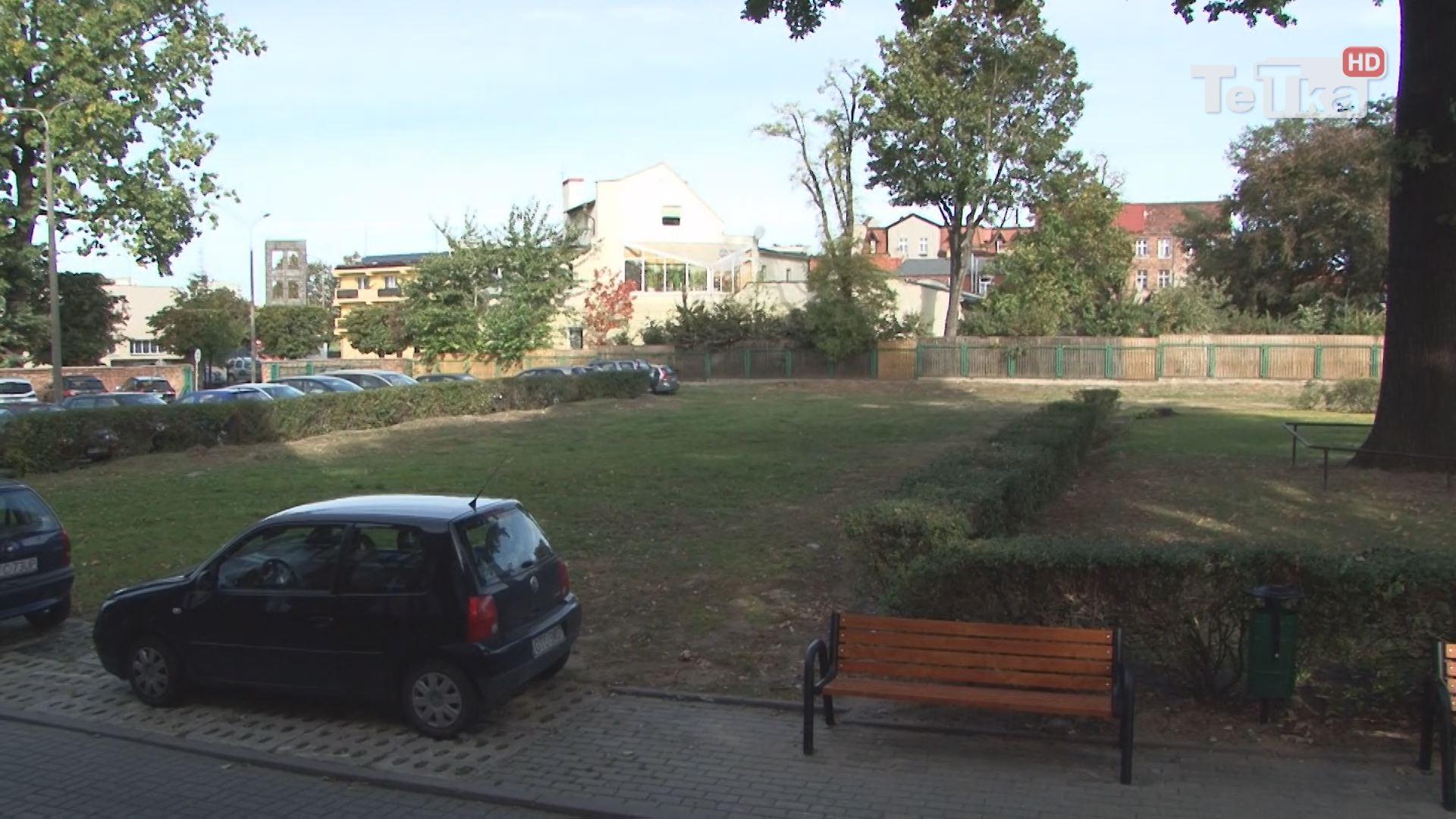 parking przy urzędzie miasta