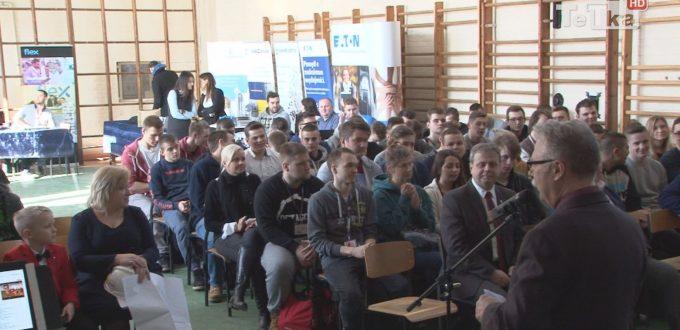 Młodzież szkół średnich i dyrekcja Zespołu Kształcenia Zawodowego wzięła udział w targach - Festiwal Kariery