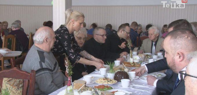 Mieszkańcy Suchostrzyg spotkali się na wielkanocnym śniadaniu
