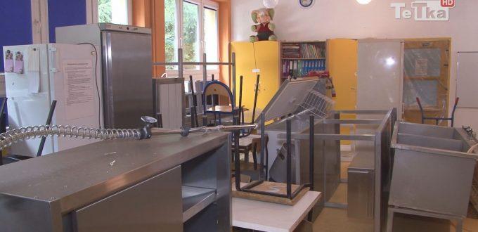 w jedenastce remontują kuchnię i malują korytarz