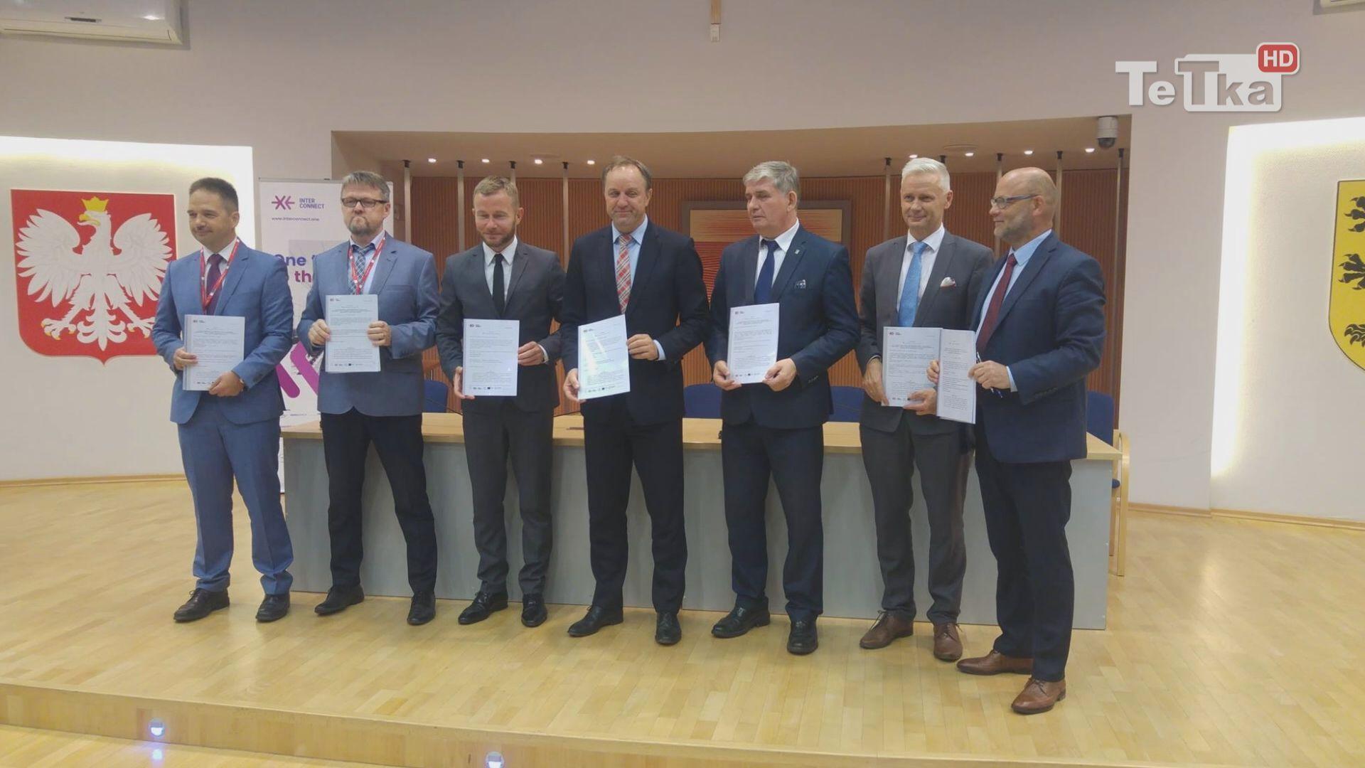 Pięć miast województwa pomorskiego podpisało umowy dotyczące wspólnego biletu dla Pomorza