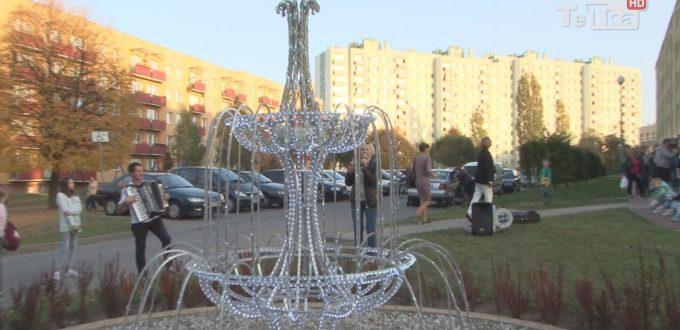 fontanna na Suchostrzygach cieszy mieszkańców osiedla, którzy zorganizowali przy niej sąsiedzkie spotkanie