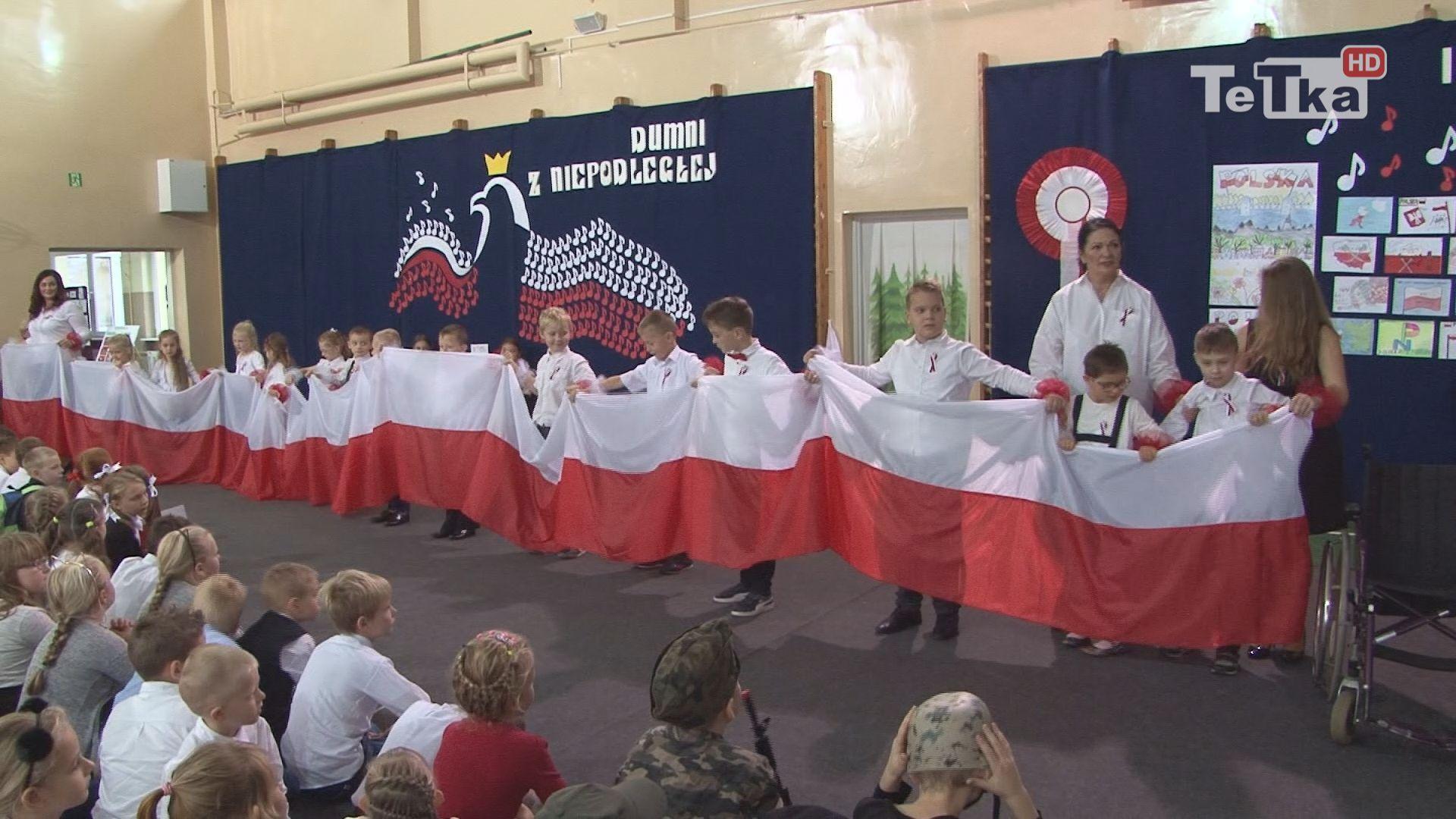 uczniowie dziesiątki zaprezentowali się w patriotycznych pieśniach