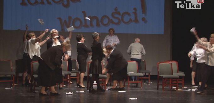 seniorzy Tczewskiego Uniwersytetu Trzeciego Wieku wystąpili w przedstawieniu niepodległościowym