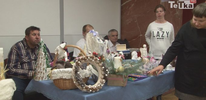 ozdoby świąteczne, konkursy i kolędy towarzyszyły Kiermaszowi Bożonarodzeniowemu w Centrum Kultury i Sztuki