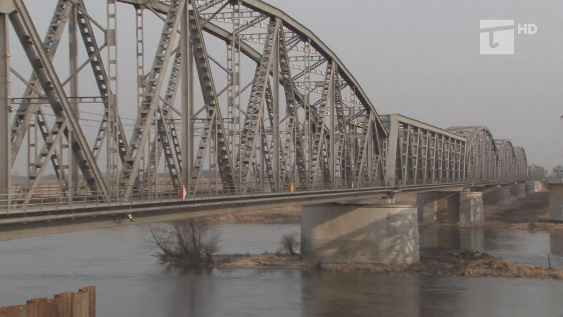 wprowadzono zakaz poruszania się po moście kolejowym