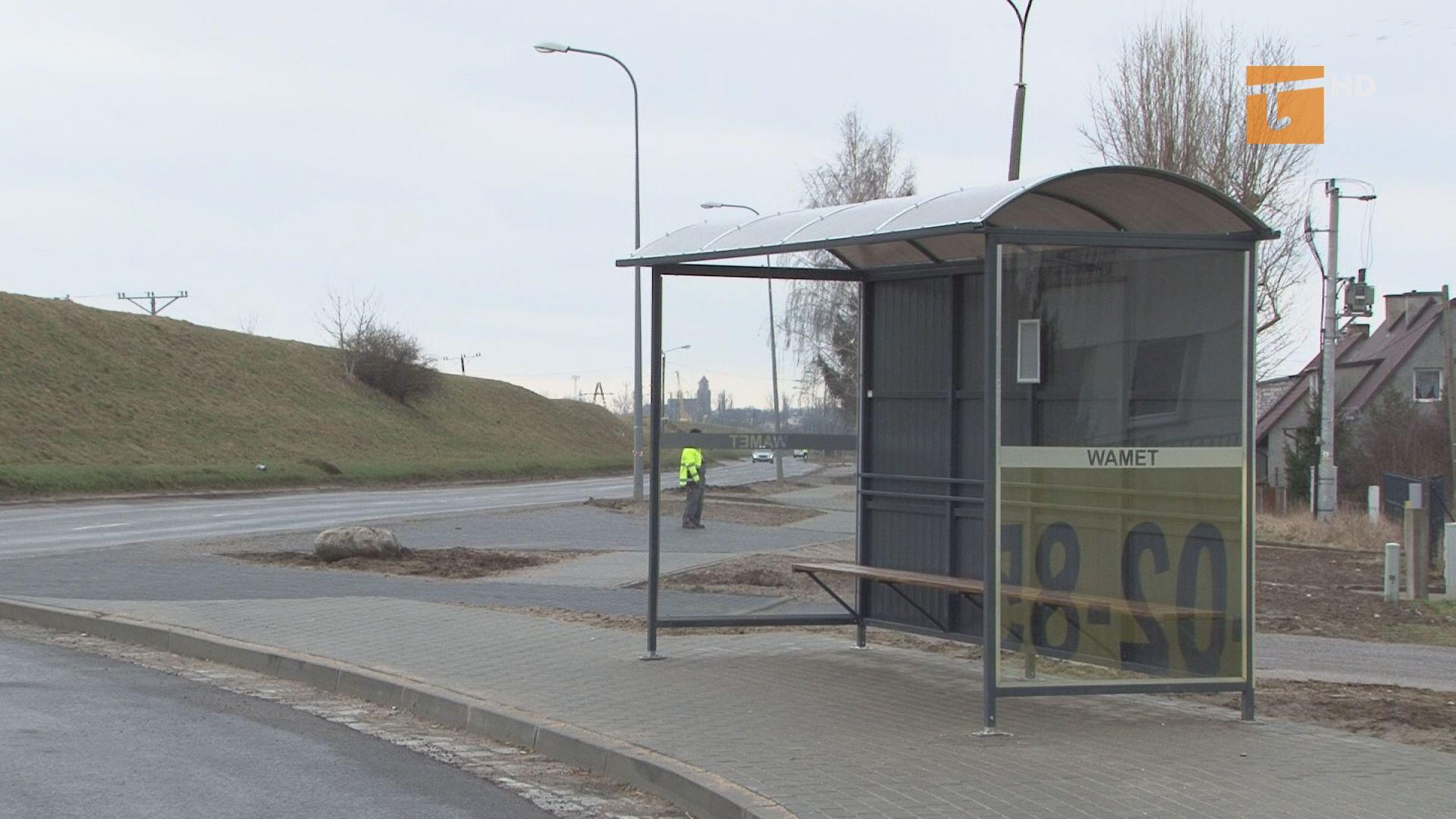 Zakład Usług Komunalnych montuje w mieście nowe wiaty przystankowe