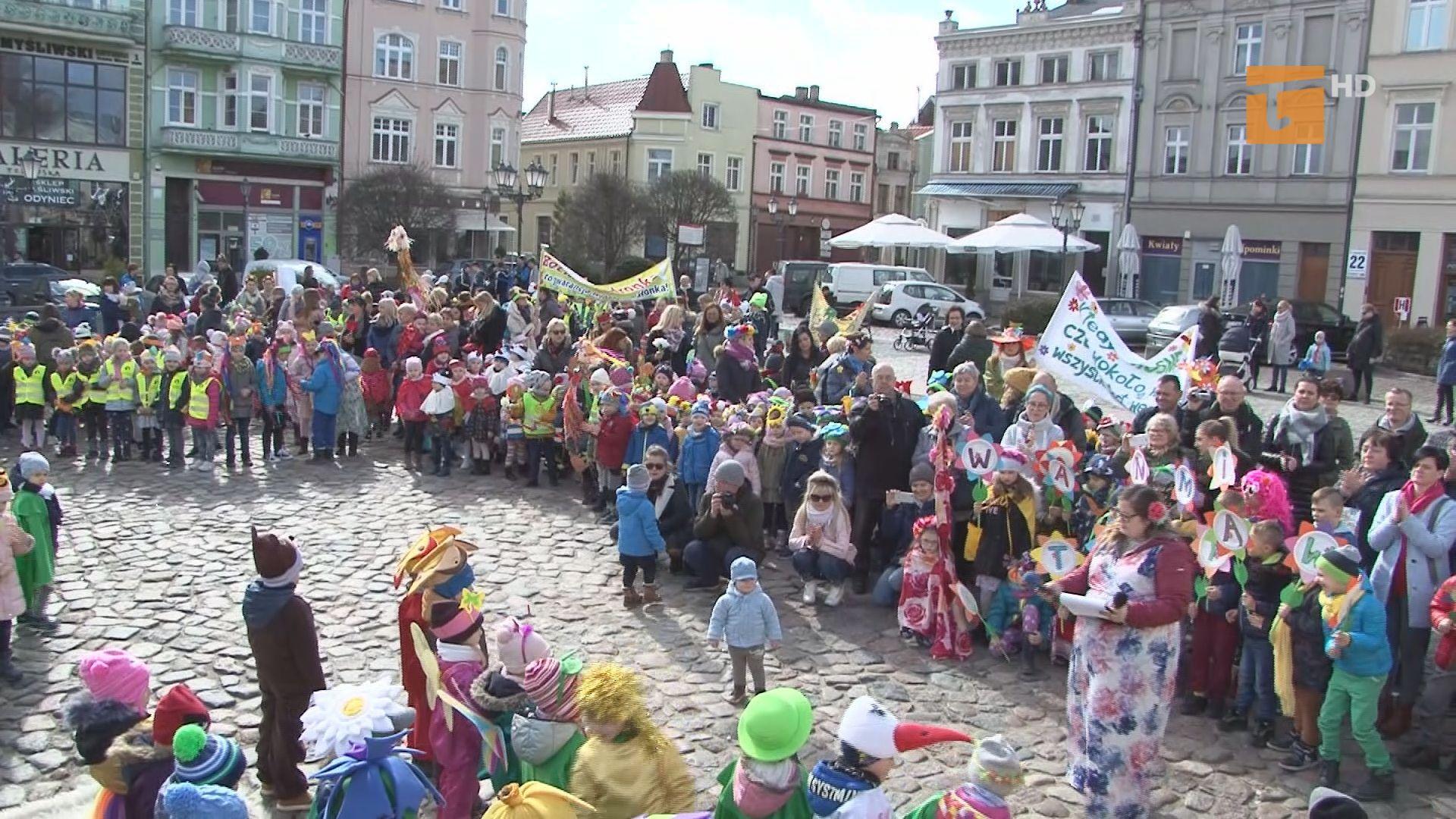 Dzieci przywitały Wiosnę na placu Hallera