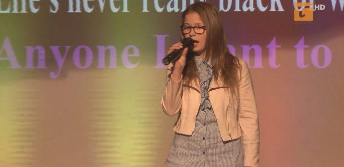 Na scenie Centrum Aktywizacji Osób Niepełnosprawnych zaprezentowało się kilkadziesiąt wokalnych talentów