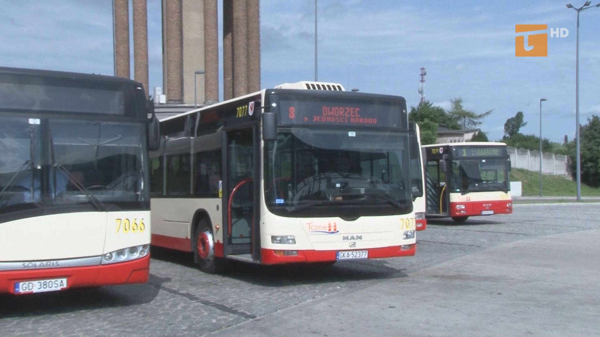 W poniedziałek pierwszego lipca na ulice Tczewa wyjechały autobusy nowego przewoźnika. Firma Gryf z Żukowa będzie świadczyła usługi komunikacyjne przez najbliższe półtora roku. Jednocześnie pasażerowie pożegnali spółkę Meteor, której autobusy jeździły po Tczewie od stycznia 2012 roku.