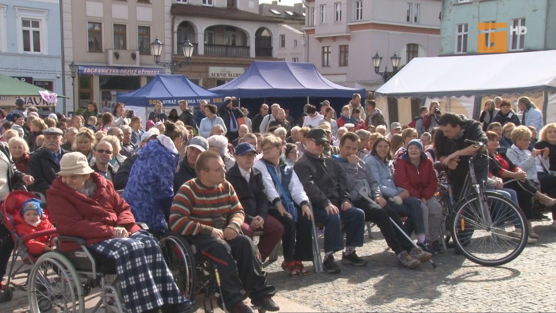 """Festyn Przyjaźni """"Tacy sami"""" zgromadził wielu tczewian, którzy wspólnie bawili się z osobami niepełnosprawnymi"""