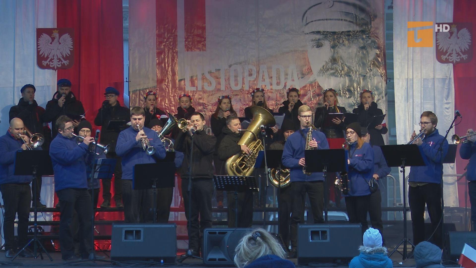 Tłumy na pl. Hallera w Dniu Niepodległości