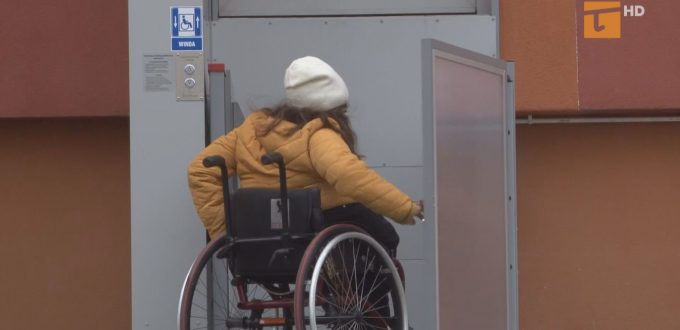 Osoby niepełnosprawne oraz instytucje mogą ubiegać się o dofinansowanie związane z łamaniem barier architektonicznych