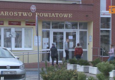 Zagrożenie koronawirusem wymusiło zmiany w organizacji pracy ratusza oraz starostwa powiatowego
