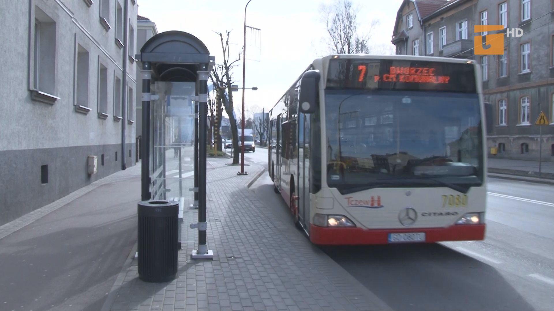 Od kilku dni pasażerowie komunikacji miejskiej nie mają dostępu do kierowcy a tym samym zakup biletów w autobusie jest niemożliwy