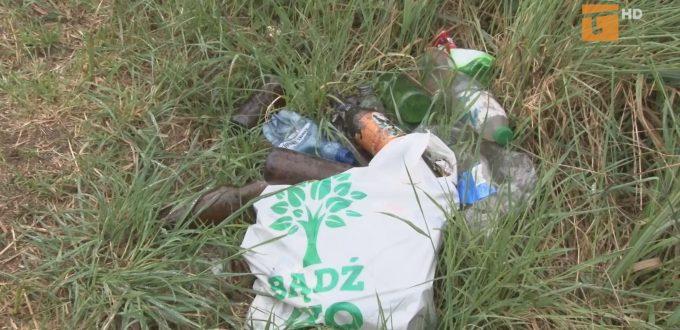 Kto posprząta śmieci przy jeziorze