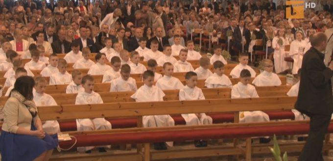 Więcej wiernych na mszy komunie jesienią