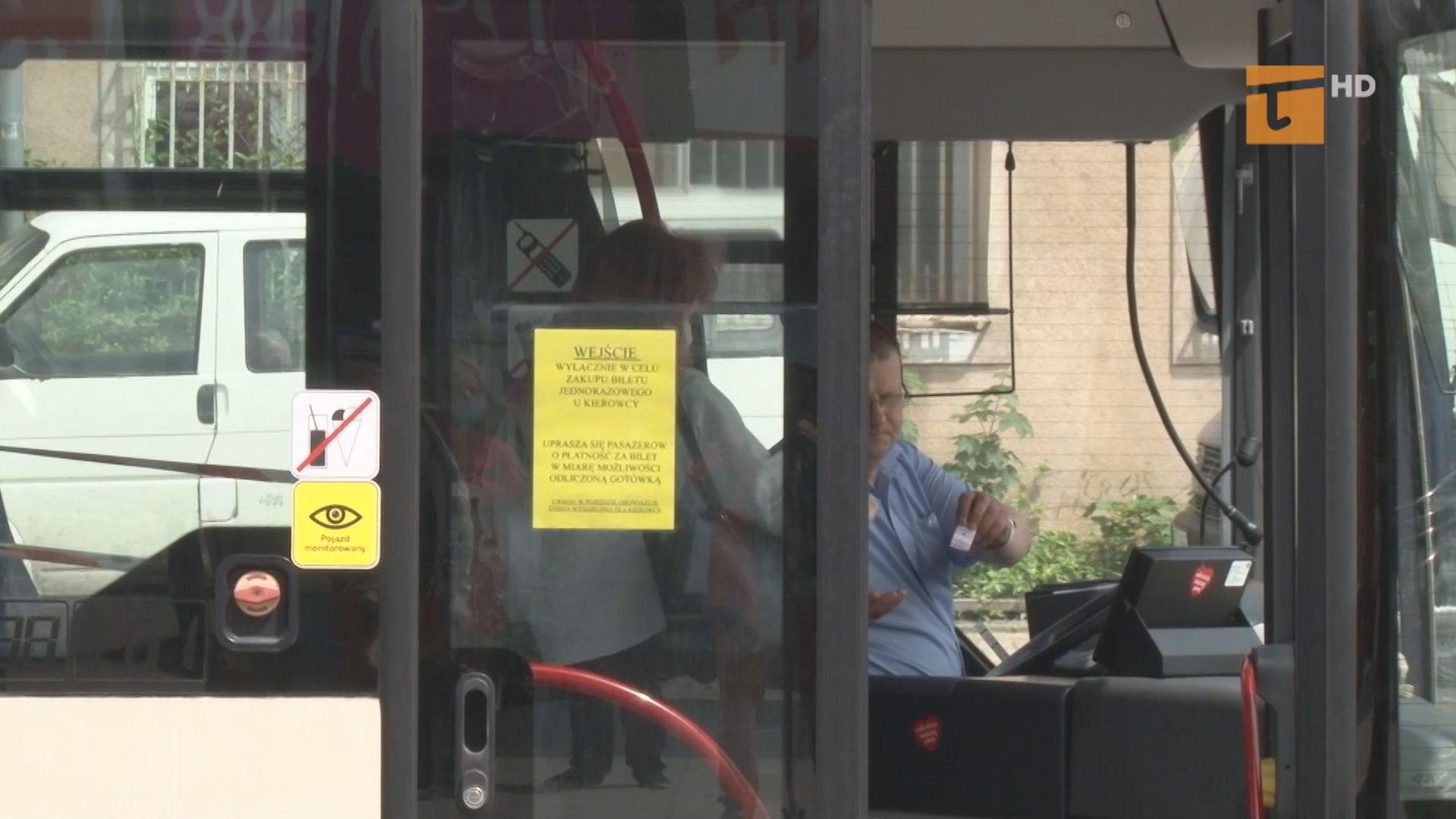 Zakład Usług Komunalnych w Tczewie oraz Spółka Gryf wznowili zakup biletów jednoprzejazdowych u kierowcy autobusu