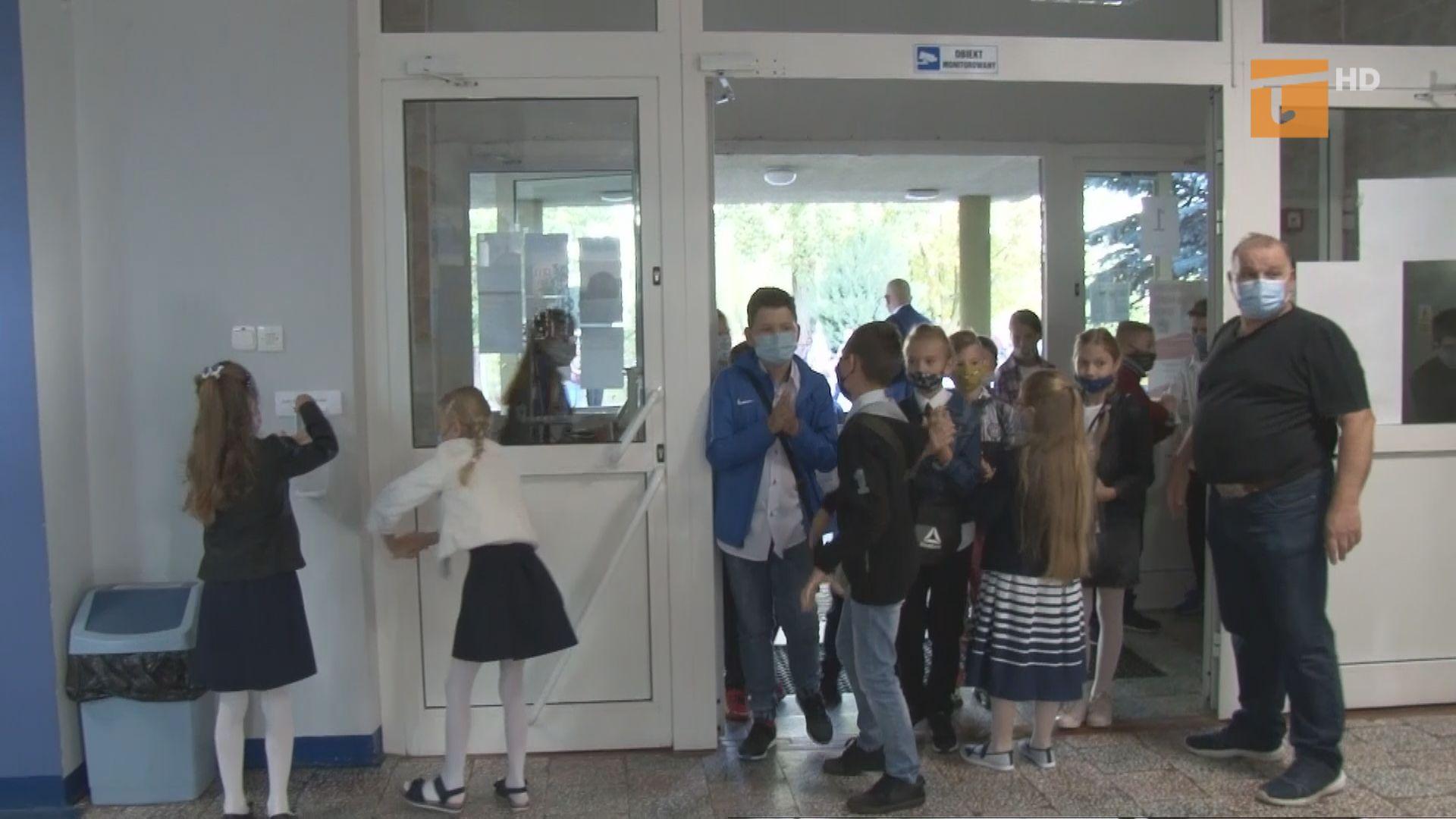 Uczniowie klas I-III wracają do szkół