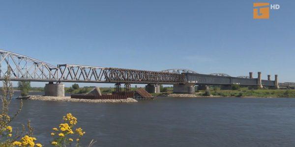 Most nadal bez rządowych środków
