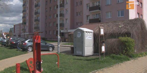 Przenośne toalety w całym mieście